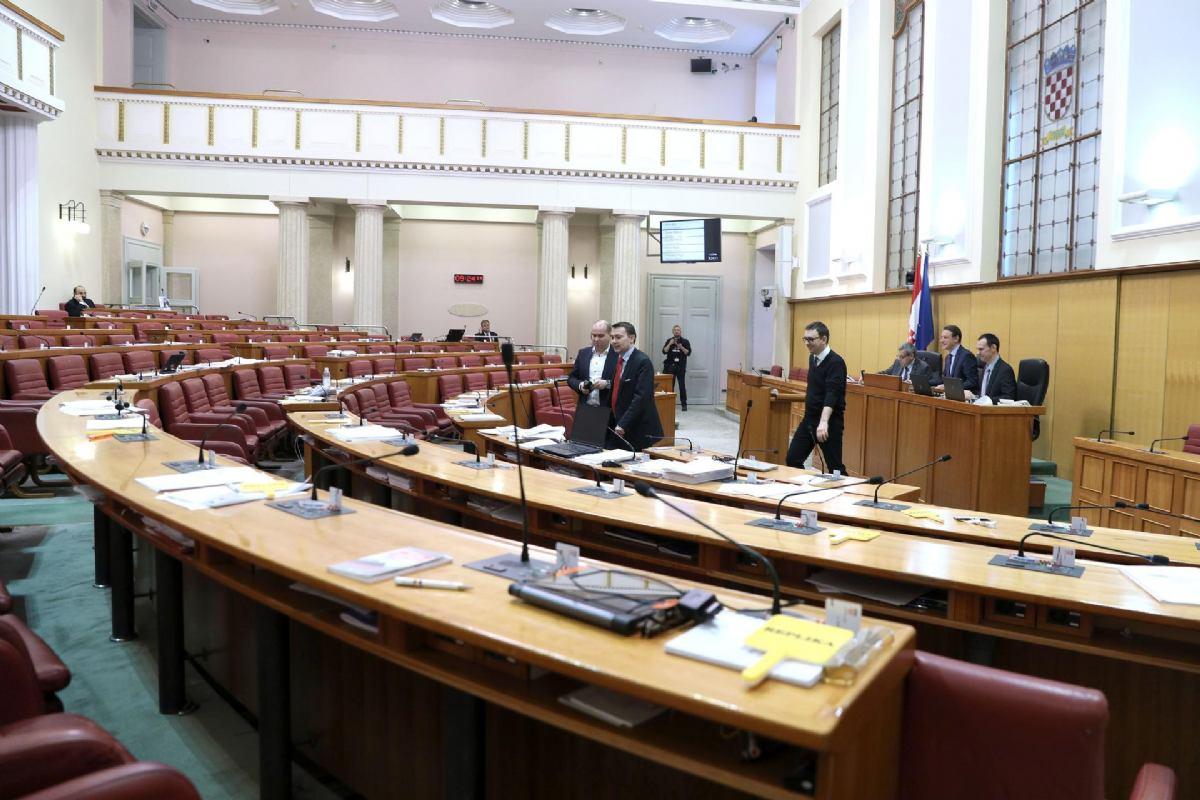 Zastupnicima i ministrima mirovine četiri puta veće nego radnicima