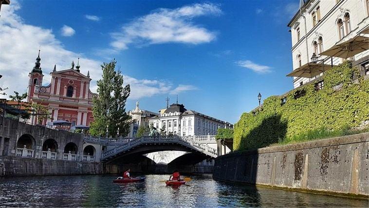 Slovenija zabranjuje rad trgovina za praznike