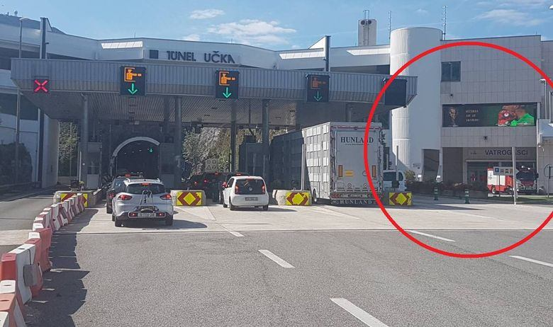 Na ulazu u tunel Učka postavljen ogromni LED ekran, vozači se nemalo iznenadili kad su vidjeli što se prikazuje
