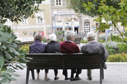 Broj umirovljenika i dalje raste: Kako povećati mirovine - najveći izazov Vlade