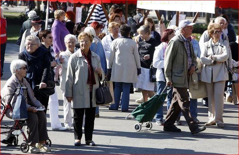 Ljudi koji rade i u penziji u Hrvatskoj su i dalje tabu tema, a sve ih je više; Među njima su i poznata splitska liječnica te bivša trgovkinja: 'Penzija mi nije bila dovoljna za normalan život...'